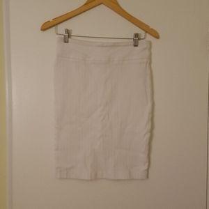 Soho Apparel Ltd White Body-Hugging Skirt Sz S